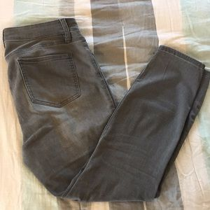 Gray stretchy ankle jeans